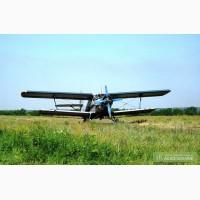 Самолет Ан-2 и вертолет для защиты кукурузы и пшеницы от вредителей