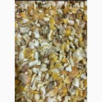 Продам отходы кукурузы битое зерно содержит немного муки и шелухи по 3.70 за кг, в мешках