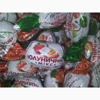 Клубника в шоколаде. Шоколадные конфеты. разнообразие вкусов