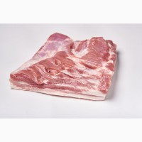 Продаємо грудинку з прошарком сала свинячу б/к HoReCa. Продаем грудинку с прослойкой сала