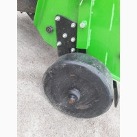 Праве колесо в зборі з стійкою однорядної картоплекопалки