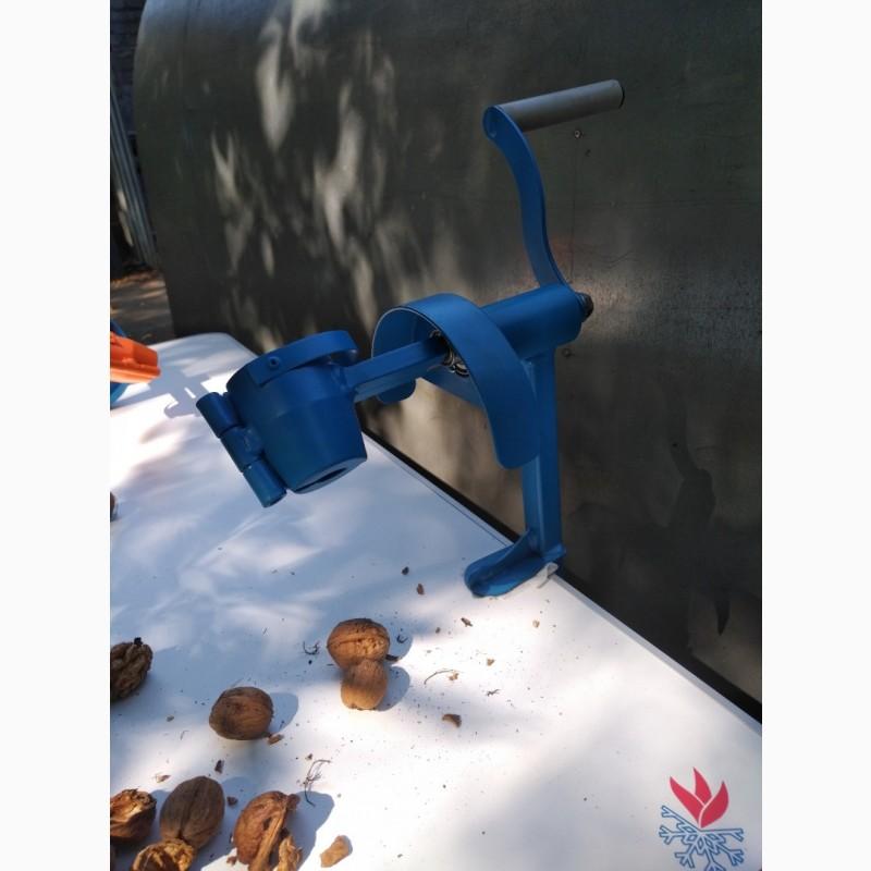 Фото 7. Орехокол стальной полупромышленный(прибор для чистки орехов)